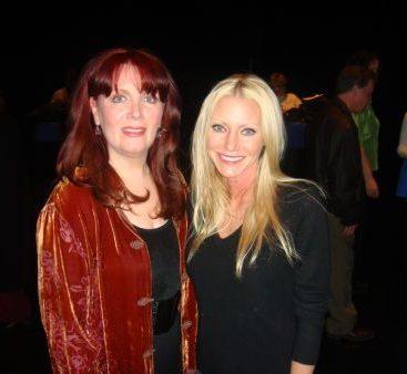 Maureen McGovern - Carey helps Maureen McGovern raise money for the MDA.