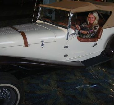 Nothing Beats a Classic - Carey checks out another classic car!